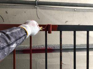 大阪市にて外壁塗装工事 ~鉄部錆止め塗装・外壁下塗り作業~