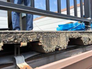 屋上床スラブの端部が剥き出しの状態