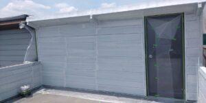 屋根と同様に、下塗り、中塗り、上塗りと作業を進めていきます
