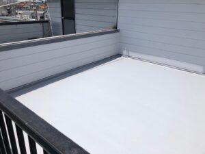 原因となった屋上端部も巻き込んで防水処理