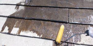 屋根の下塗りとなるプライマー塗装